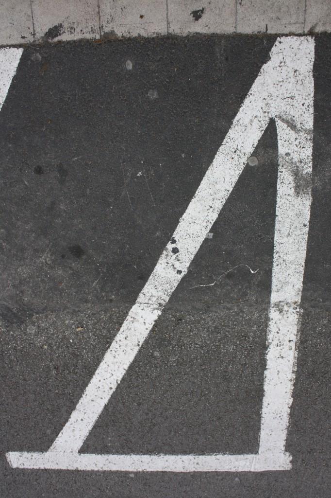 Títol: On Pitàgores aparca la moto Autor: Hadi Anani Anani Categoria: 1r Cicle ESO Any: 2013 (3r Premi) Centre: Santa Dorotea