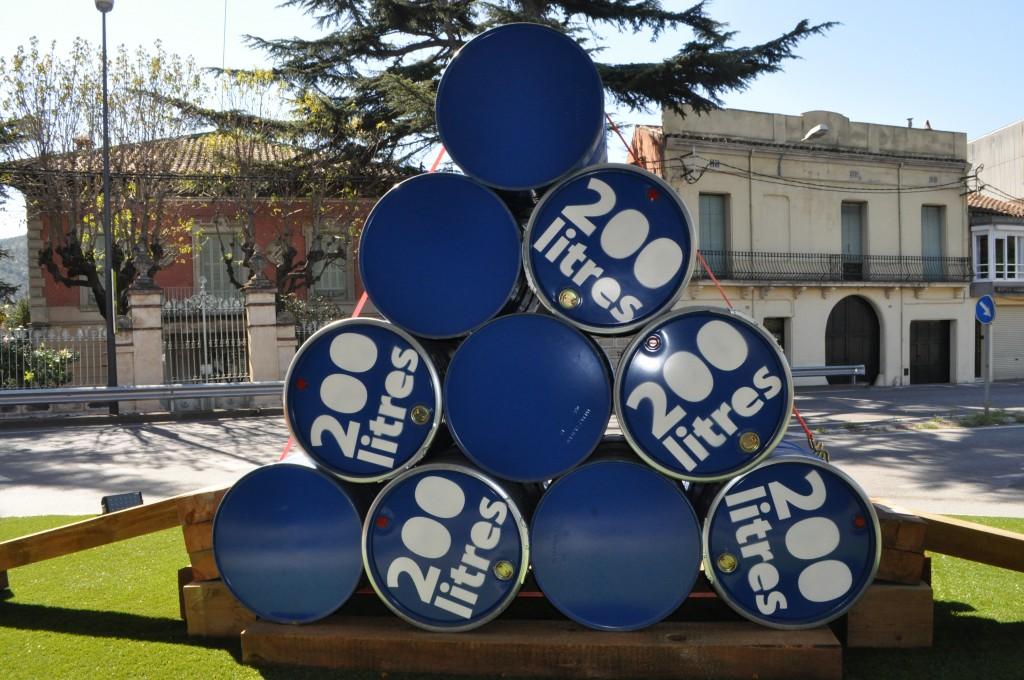 Títol: (1+2+3+4) cilindres = 2000 litres Autor: Paula urgell Categoria: 2n Cicle ESO Any: 2013 (3r Premi) Centre: Institut El Sui