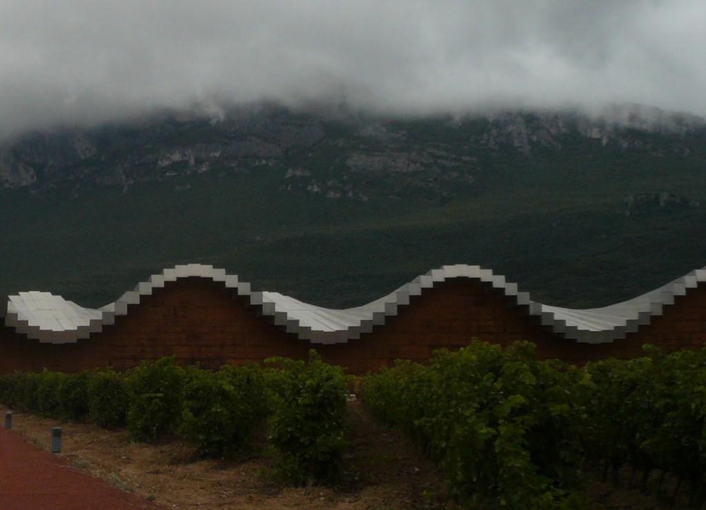 Títol: sinusoide pixelada en terra de vins Autor: Rosa Maria Bachs Fornt Categoria: Professorat Any: 2012  (1r Premi) Centre: Institut Emperador Carles