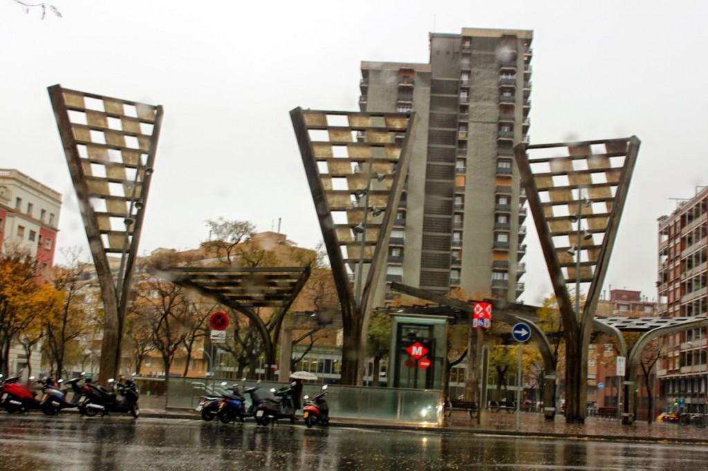 Títol: Triangles isòsceles a la plaça Autor: Andreu Górriz Vergés Categoria: Primària Any: 2014 (3r premi) Centre:  Col·legi Camí (Barcelona)