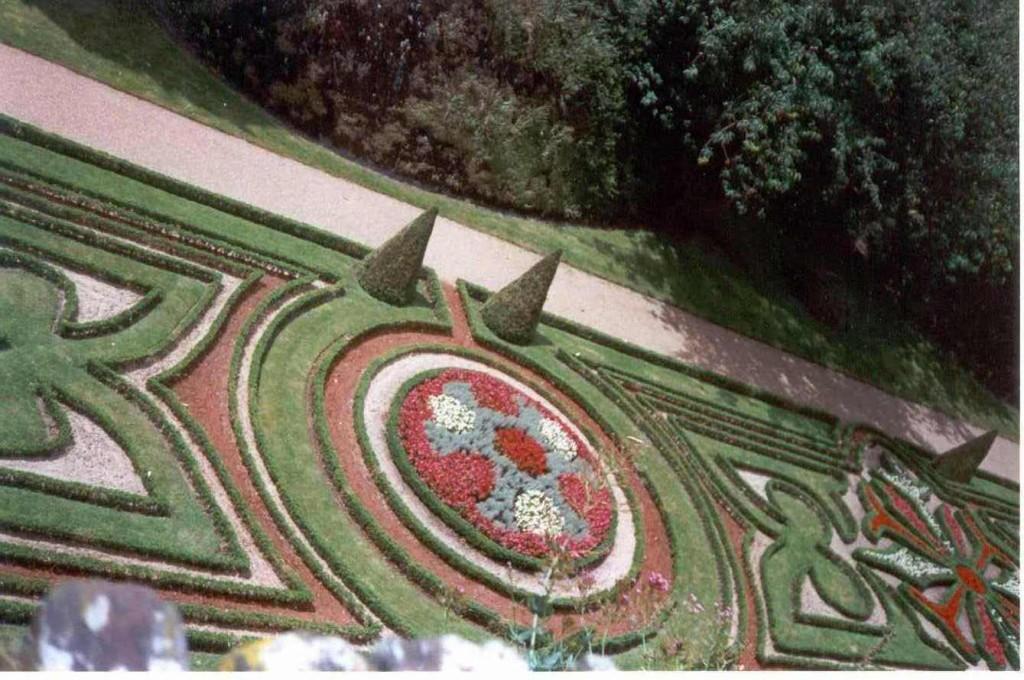 Títol: Jardineria geomètrica Autor: Silvia Lorenzo Categoria: 1r Cicle ESO (accèssit) Any: 2003 Centre: IES Josep Pla