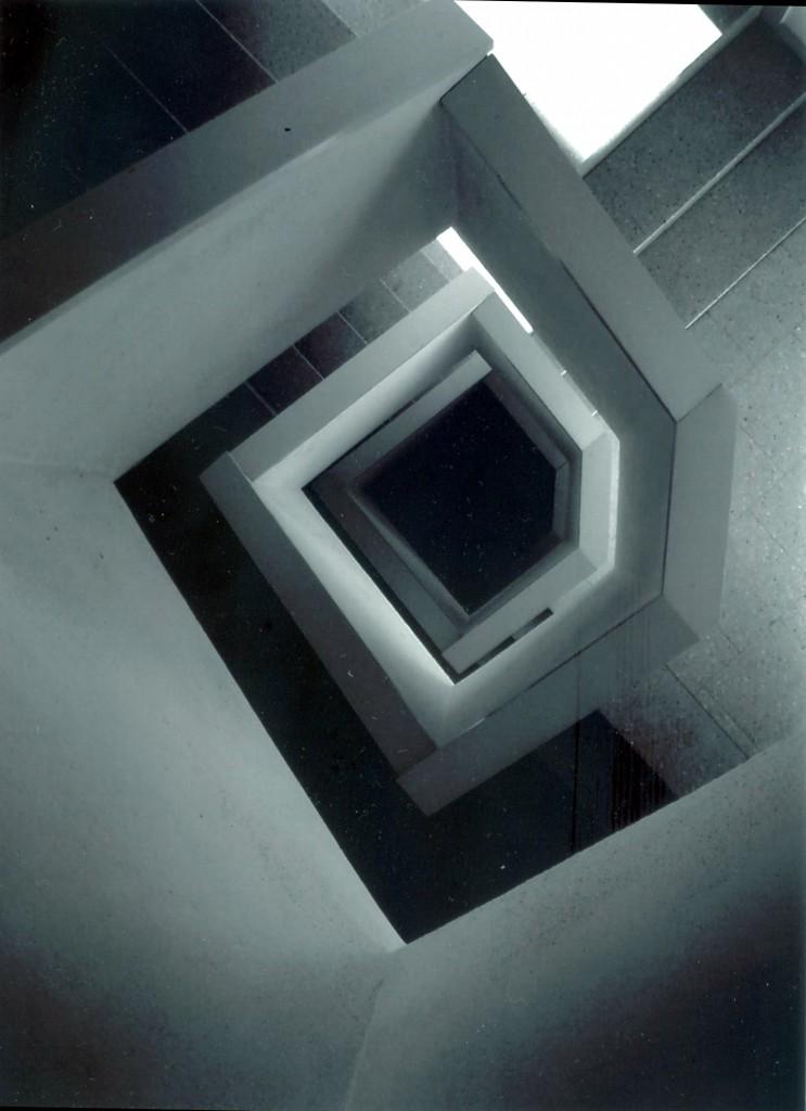 Títol: Espiral infinita Autor: Sara Garcia Categoria: Batxillerat i ESPO  (accèssit) Any: 2006 Centre: IES Pompeu Fabra