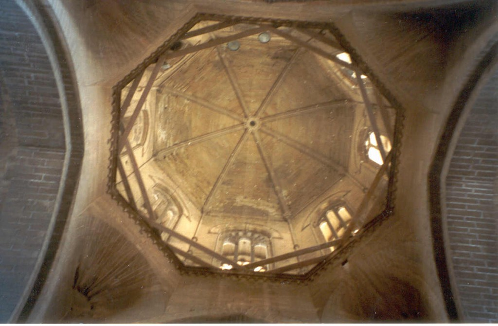Títol: Quatre de vuit Autor: Albert Turdiu Categoria: 2n Cicle ESO (accèssit) Any: 2003 Centre: IES Puig i Ferreté