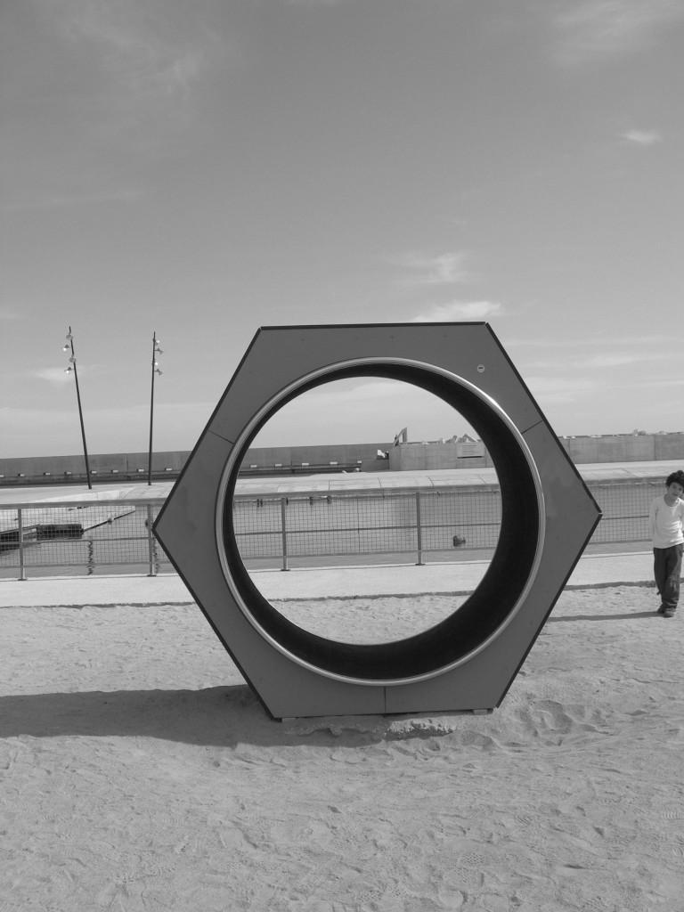 Títol: Hexàgon litoral amb fanals divergents Autor: Carol Puig Categoria: 1r Cicle ESO (accèssit) Any: 2007 Centre: Institució Montserrat SCCL