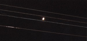 Lluna atrapada en paral·leles
