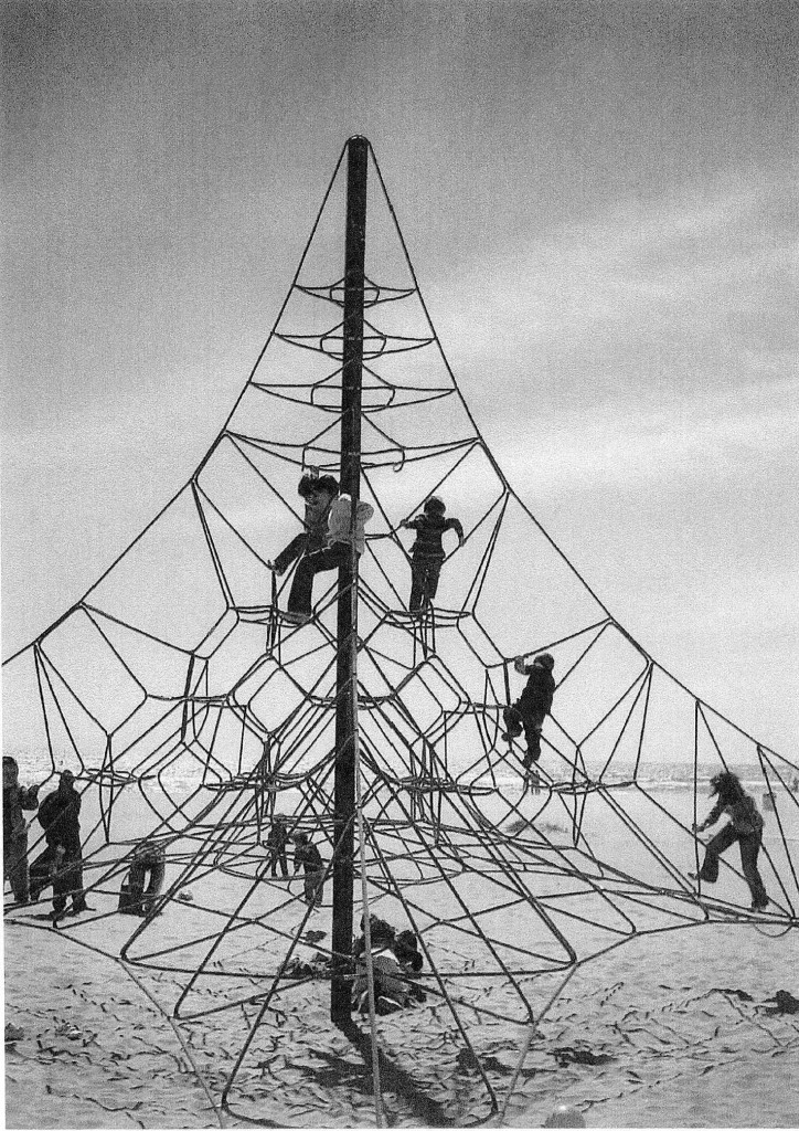 Títol: Atrapats en la Geometria Autor: Jaume Armentano Fàbrega Categoria: 1r cicle ESO Any: 2005 (accèssit)  Centre: IES Bernat i Ferrer