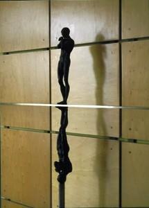 Paral•leles, perpendiculars… És simetria, és el reflex o és l'ombra?