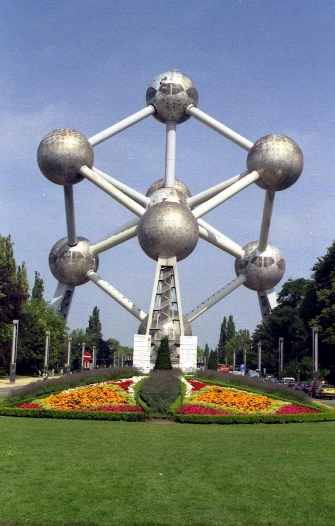 Títol: Les esferes es comuniquen... per cilindres Autor: Laura Noguè i Garrigoles Categoria: 2n cicle ESO Any: 2005 (accèssit)  Centre: IES Santiago Sobrequès i Vidal