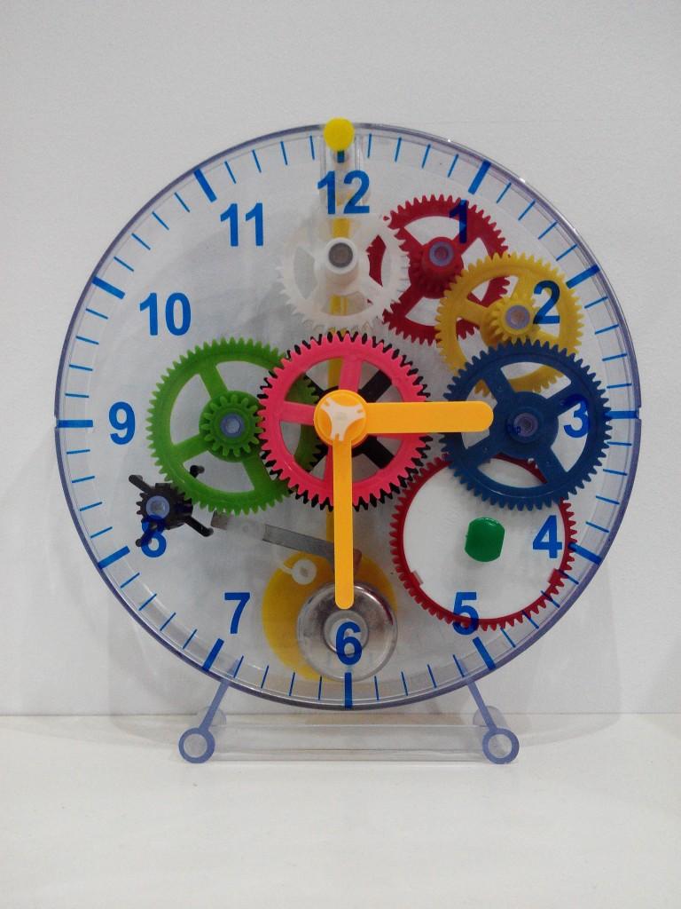 Títol: L'angle recte del temps Autor: Àngela Rodríguez Vallès Categoria: Primària Any: 2015 (accèssit) Centre: Escola Les Carolines (Picassent)