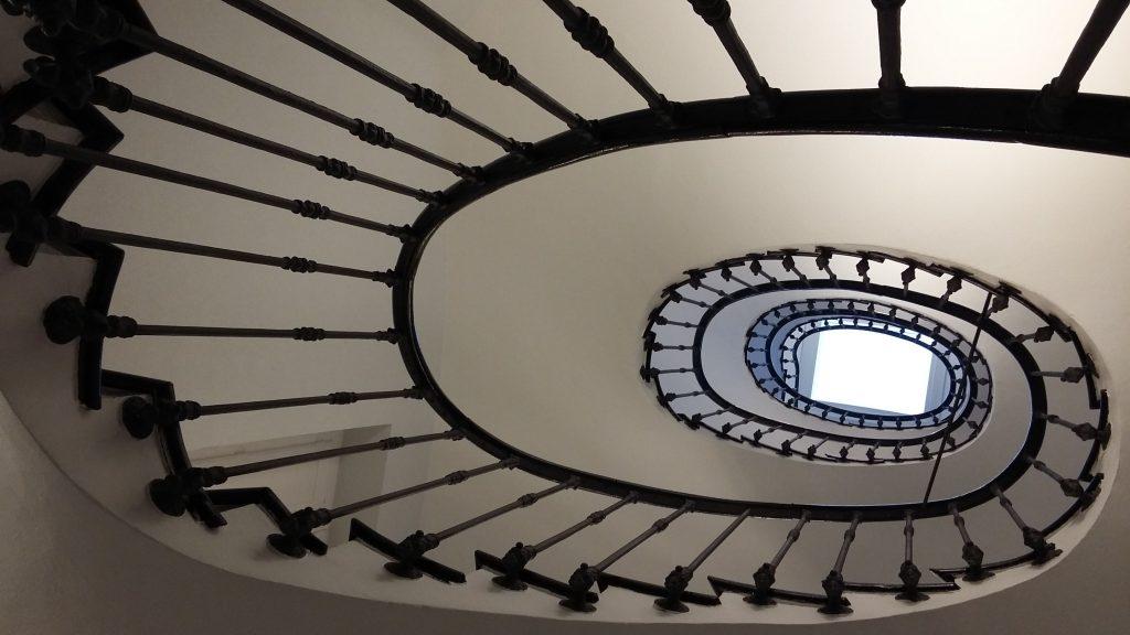 Títol: 100 rectes en espiral Autor: Nil Galimany Falgà Categoria: Primària Any: 2016 (1r premi) Centre: Escola Solc. (Barcelona)