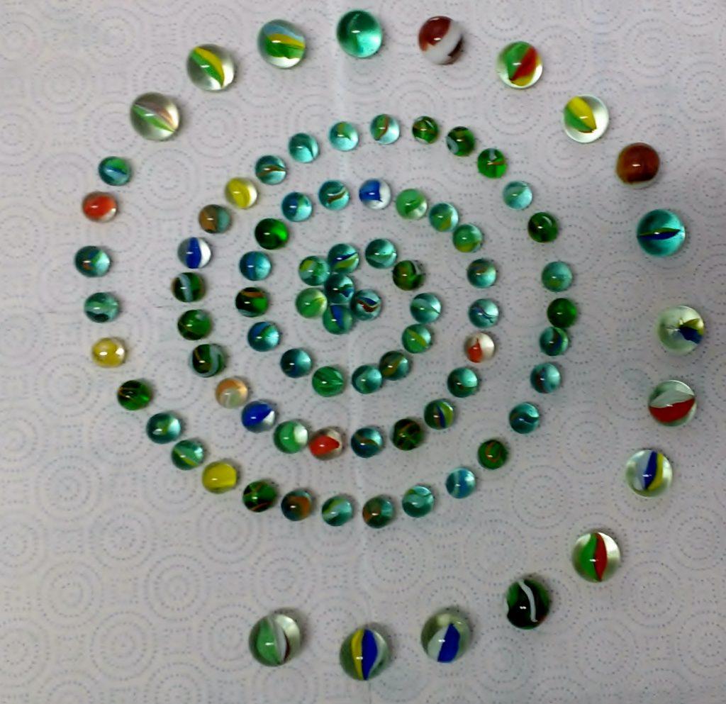 Títol: Espiral d'esferes acolorides Autor: Robert Watzka Parada Categoria: 5è de Primària Any: 2017 (accèssit) Centre: Turó Blau (Barcelona)