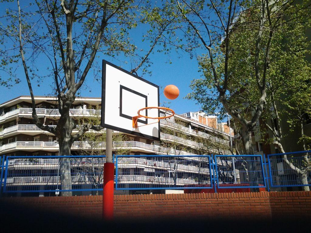 Títol: El triangle no hi era Autor: Mauri Font, Miquel Olmos, Brais Laynez Categoria: 5è de Primària Any: 2017 (3r premi) Centre: Escola Antoni Brusi (Barcelona)