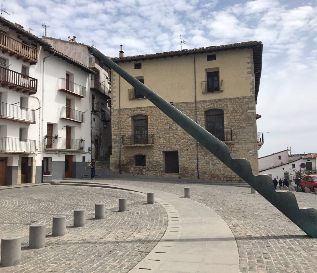 Títol: La plaça de les funcions Autor: Mireia Rodríguez González Categoria: 2n Cicle ESO Any: 2017 (accèssit) Centre: Escola Escaladei (Cerdanyola del Vallès)