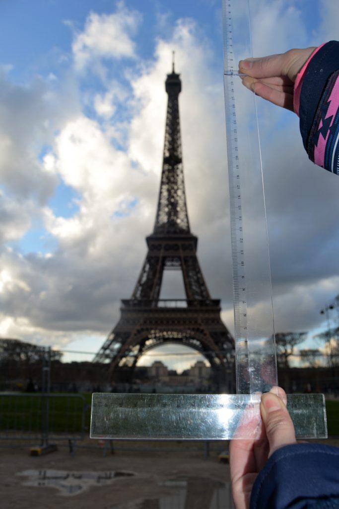 Títol: A quina distància estic de la torre Eiffel? Autor: Adriana Flaqué Vela Categoria: 1r cicle ESO Any: 2018  (accèssit) Centre: Institut La Sínia