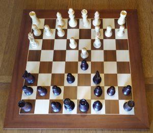 Obertura matricial de rang 4, la jugada no es pot invertir.